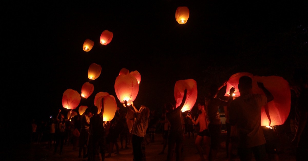 Schools to be banned from releasing helium balloons and sky lanterns