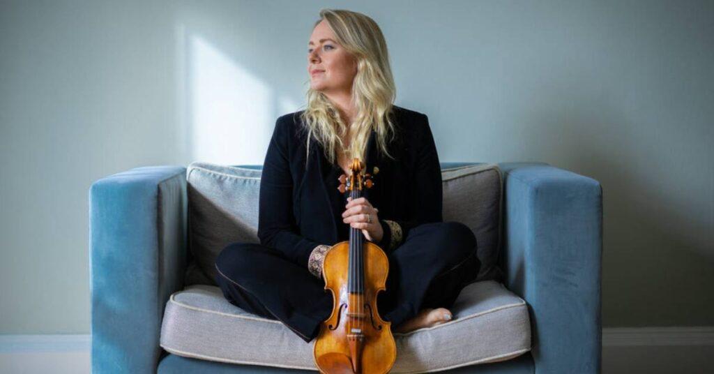 Photo of violinist Charlotte Scott